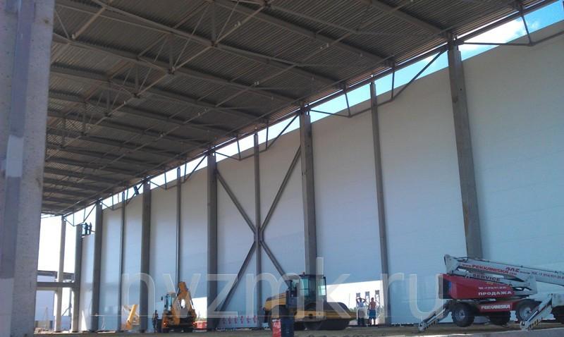 Планировка транспортных зданий предусматривает свободное перемещение автомобилей (легковых или грузовых), установку и удобную эксплуатацию инженерно-технического оборудования.